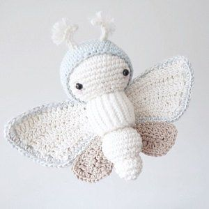 Hakelmuster Lalylala Schmetterling Goldene Tagtraum Motte Nachtfalter Amigurumi Raupe Mit Austauschbarem Flugel Set Hakelanleitung Crochet Patterns Octopus Crochet Pattern Crochet Fairy