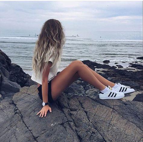 Je porterais cette tenue parce que il est très branchée! j'aime ces chaussures noir et blanc. je le porterais en été quand il fait chaud!