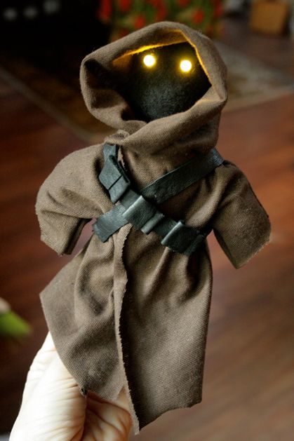 How-To: Jawa Doll With LED Eyes from Bitter Betty Blogs #StarWars