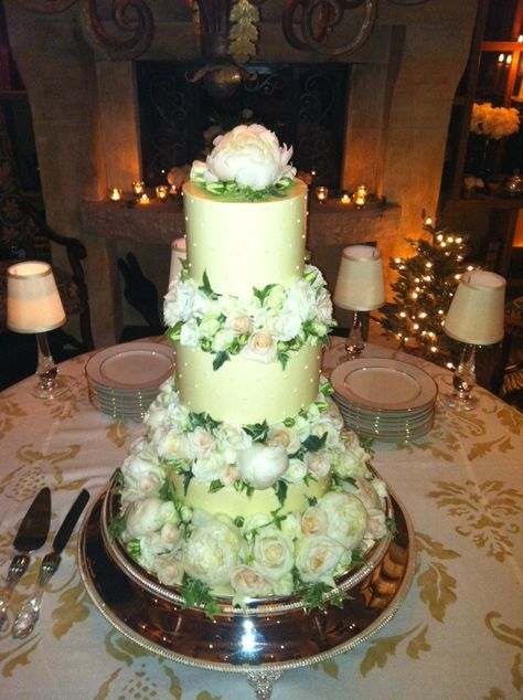 @Four Seasons Resort Vail pastry chef created this extraordinary #cake for a December #wedding!