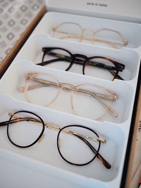 Glasses Frames Trendy, Prescription Glasses Frames, Glasses Trends, Fashion Eye Glasses, Men Eyeglasses, New Glasses, Frost, Vsco, Blog