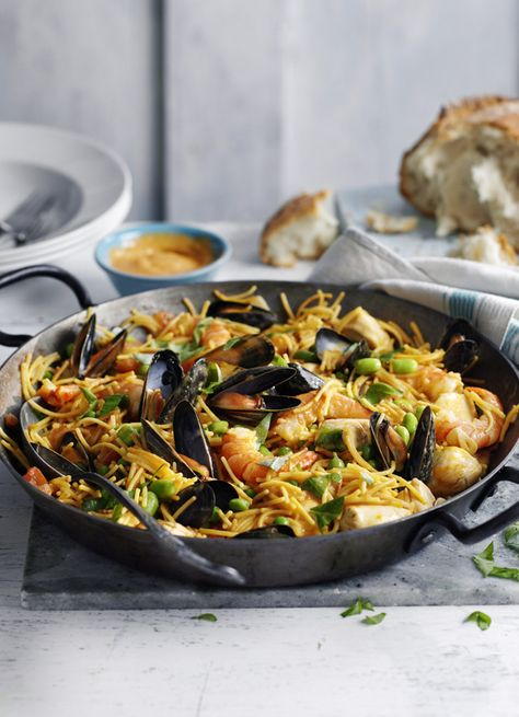 Fideua With King Prawns Chicken And Mussels Recipe Easy Mussels Recipe Recipes Dinner Party Dishes