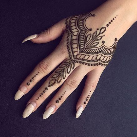 Henna tattoo designs Unique henna Hand henna Flower henna Henna tattoo Henna tattoo hand - In the summer when it is suitable for dew skin the tattoo is gradually getting angry Many girls are af - Henna Tattoo Designs Simple, Henna Designs Easy, Beautiful Henna Designs, Latest Mehndi Designs, Mehandi Designs, Tattoo Simple, Finger Henna Designs, Henna Designs For Hands, Animal Henna Designs