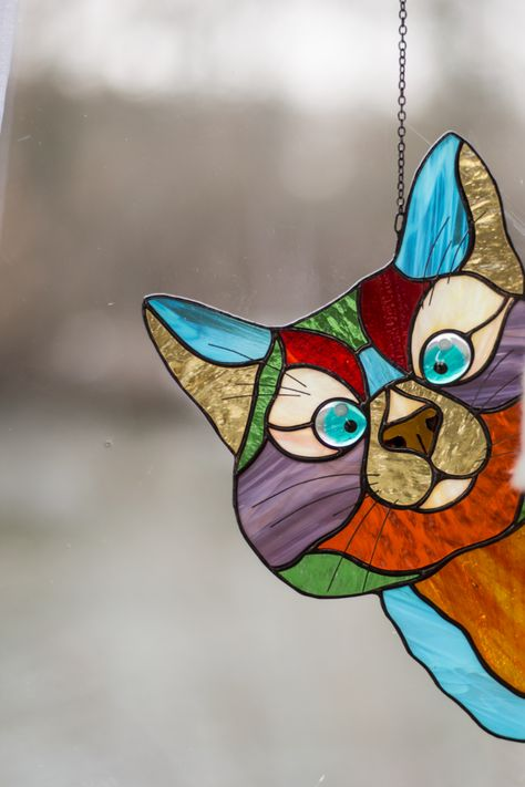 Stained Glass Cat Suncatcher Perfect Gifts For Cat Lovers Peeking Cat - This gorgeous Stained glass Peeking Cat suncatcher with a blue fused eyes is a beautiful decor for - Stained Glass Ornaments, Stained Glass Suncatchers, Faux Stained Glass, Stained Glass Panels, Stained Glass Projects, Leaded Glass, Mosaic Glass, Stained Glass Flowers, Mosaic Mirrors