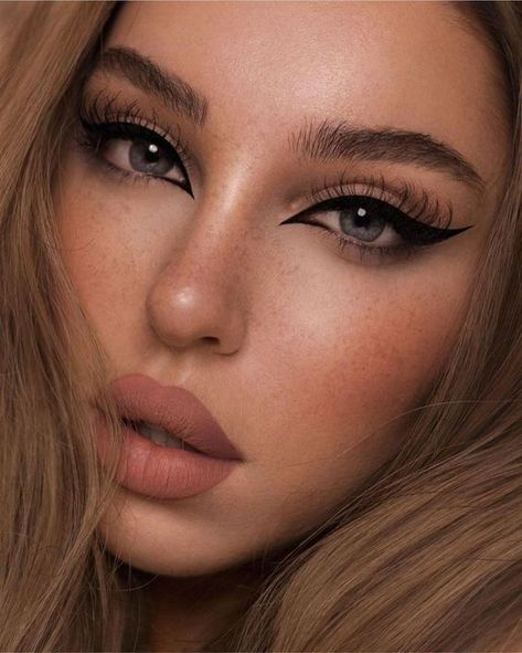 cateye eyeliner Uploaded by Athina Siamou. Find images and videos about girl, makeup and eyes on We Heart It - the app to get lost in what you love. Edgy Makeup, Makeup Eye Looks, Grunge Makeup, Cute Makeup, Gorgeous Makeup, Pretty Makeup, Skin Makeup, Cat Eye Makeup, Cheap Makeup