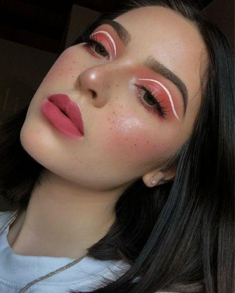 Como usar lápis de olho branco - ideias com o delineado que está em alta Makeup Eye Looks, Eye Makeup Art, Makeup For Green Eyes, Pink Makeup, Crazy Makeup, Pretty Makeup, Colorful Makeup, Eyeshadow Makeup, Pink Eyeshadow