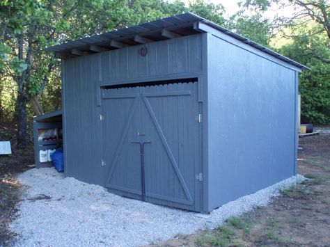 Shed made of wood pallets