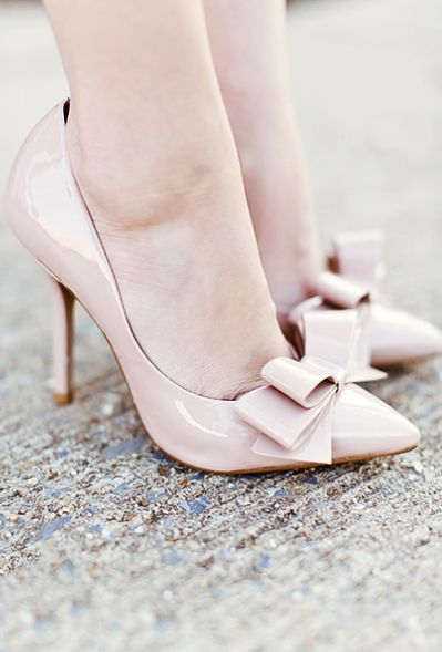 Nude bow pumps--too cute!