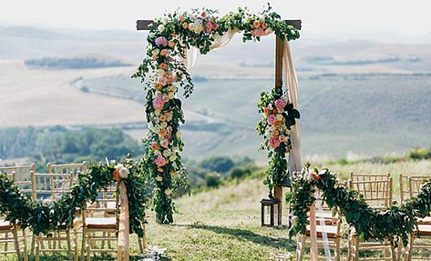 How pretty is this Alter for a Mini Wedding? #miniwedding #microwedding #outdoorwedding #wedding #weddingarch #weddingalter #weddingdecor #weddingdesign #perfectaffair #floralalter #flowers #weddingflowers #aisleflowers