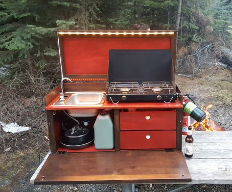 Built a camp kitchen for my girlfriend's Jeep - . - Built a camp kitchen for my girlfriend's Jeep – You are - Jeep Camping, Camping Chuck Box, Camping Diy, Camping Meals, Camping Hacks, Outdoor Camping, Camping Kitchen, Family Camping, Camping Storage