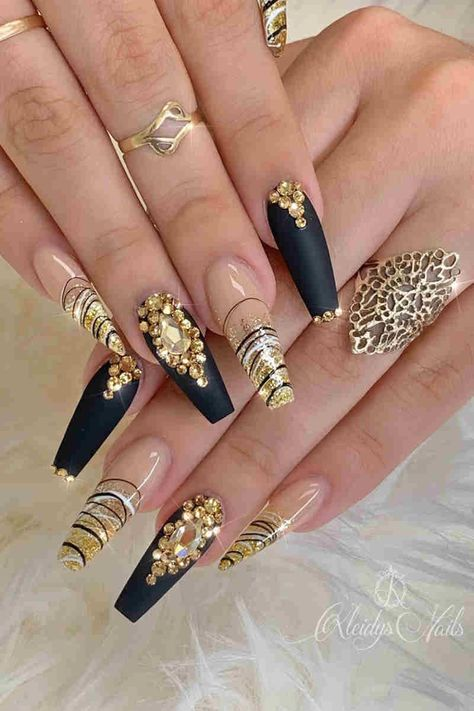70+ Simple Black Coffin Nail Designs For Winter Holidays