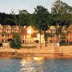 13 Door County Wisconsin Lodging And Resorts With Indoor And Outdoor Pools Door County Lodging Door County Vacation Door County Wisconsin Lodging