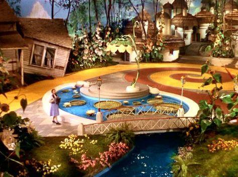 Wizard Of Oz Munchkins | The Wizard of Oz Wizard of Oz Screencaps