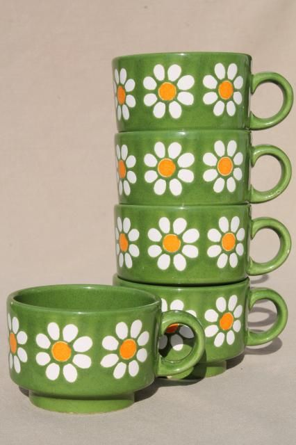 vintage Waechtersbach pottery stackable cups, daisies on green flower power retro daisy pattern Flower Power, Deco Pastel, Daisy Pattern, Pattern Flower, Cute Mugs, Retro Home, Green Flowers, Retro Flowers, Ceramic Pottery