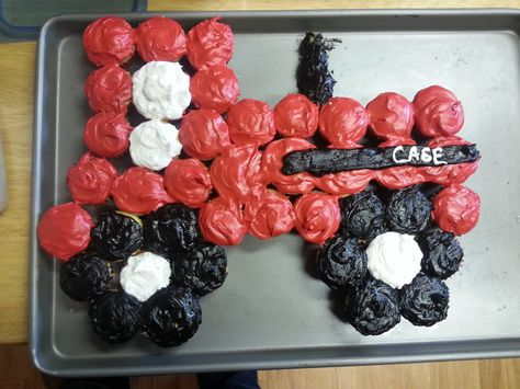 Case IH, tractor, cupcakes, mini cupcakes, red tractor, farmer, farmer birthday