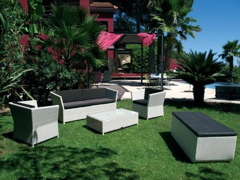 Canapes, sofas and garden armchairs for the garden