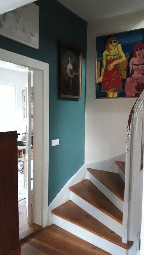 Treppenaufgang 30er Jahre Siedlungshaus Farbe Kunst
