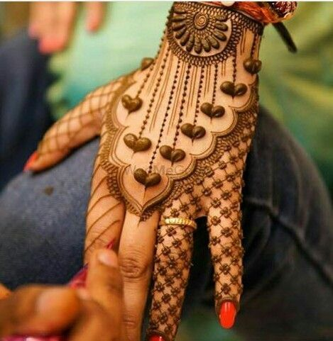 Simple yet elegant jaali mehendi designs