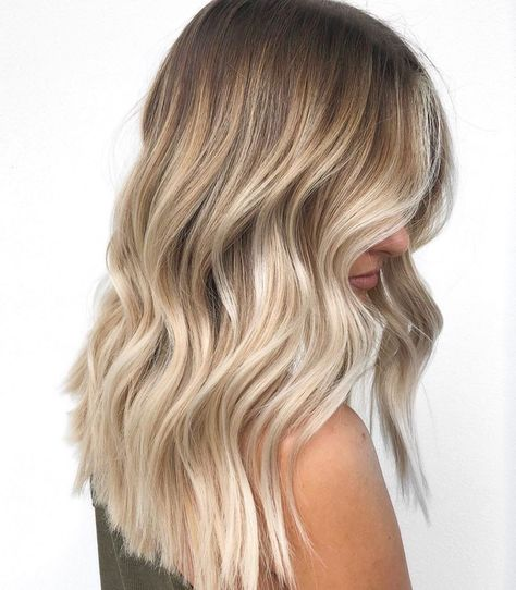 Dirty Blonde Hair With Highlights, Blonde Balayage Highlights, Blonde Hair Looks, Honey Blonde Hair, Natural Blonde Highlights, Blonde Hair With Roots, Balayage Straight, Curly Hair Problems, Hair Inspiration