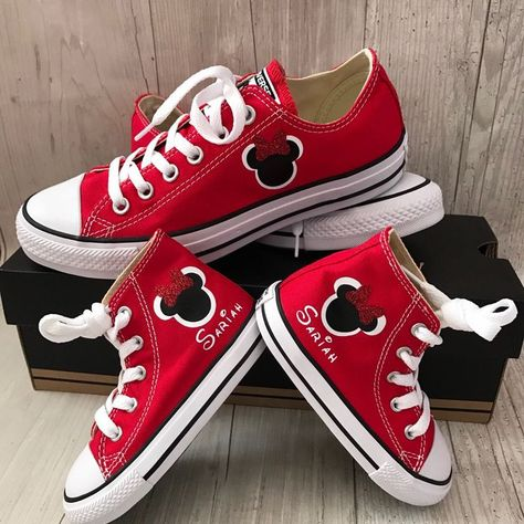 3c518eb06451 Doesn t really get any cuter than Mommy and me Minnie Mouse converse