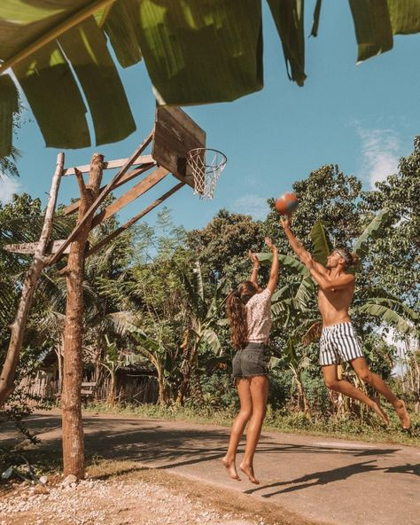 Basketball ???? is undoubtedly the favorite sport of the Filipinos. At each corner there is a basket often made in the rudimental way but #relationship