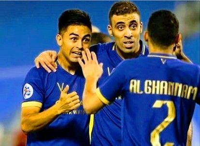 حمد الله يخطف أضواء من الأرجنتيني بيتي مارتينيز في أول ظهور له مع النصر Football Sports Jersey Sports