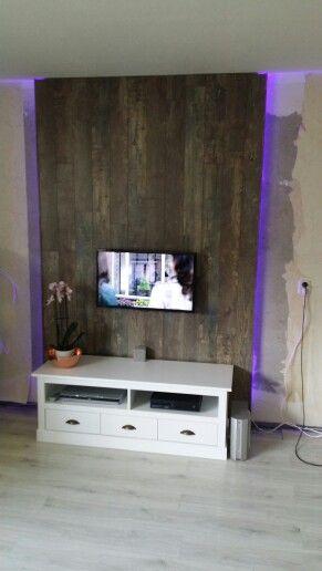 Tv Wand Gemaakt Met Led Strips En Als Afwerking Laminaat. | Zelf