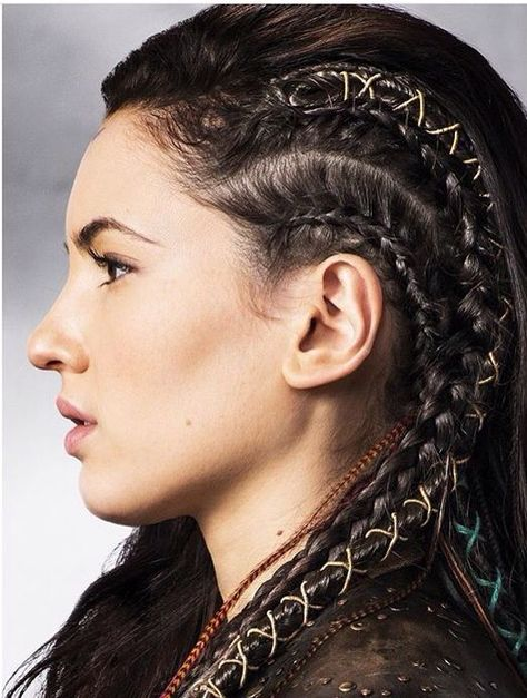 'The Shannara Chronicles' Premieres Next Week - See All The Pics Now!: Photo Wil (Austin Butler), Amberle (Poppy Drayton), and Eretria (Ivana Baquero) hold tight onto a rope in this new still from The Shannara Chronicles. Braided Hairstyles, Wedding Hairstyles, Cool Hairstyles, Viking Hairstyles, Fantasy Hairstyles, Tree Braids Hairstyles, Braided Updo, Face Off, Hair Inspo