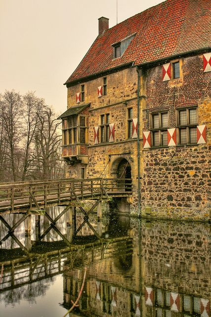 Burg Vischering (Vischering Castle), Lüdinghausen, North Rhine-Westfalia, Germany.