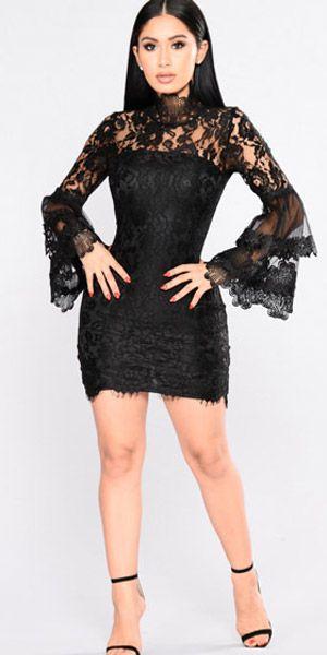 6884448235e3 Compre Vestido De Renda Curto Preto Manga Flare | UFashionShop ...