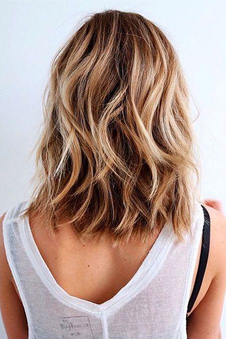 25 Kurze Haarschnitte Fur Dickes Welliges Haar Naturlich Gewelltes Haar Einfache Frisuren Mittellang Haarschnitt