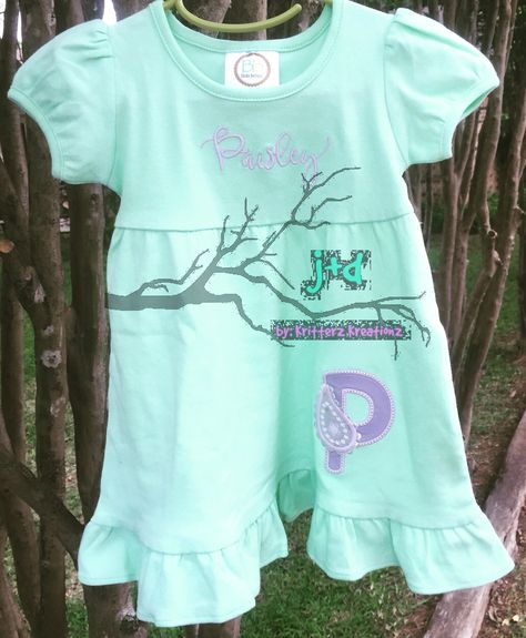 Little Miss Paisley Jane is getting ready for her first Disney trip! Custom P with a paisley dress! #custom #embroidery #embroidered #applique #disney #firstdisneytrip #babysfirstdisneytrip #monogram #monogrammed #paisley #mintandlavender #lapdress #craftymom #craftymomma #kritterzkreationz