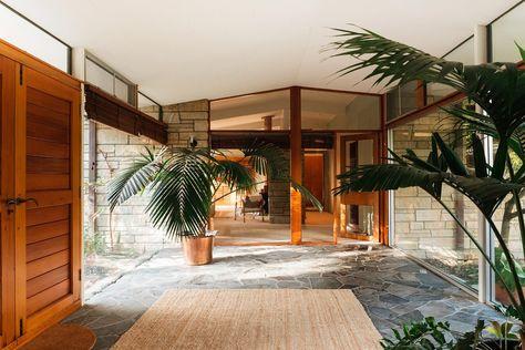 Mid Century Modern Living Room, Mid Century Modern Decor, Mid Century Design, Modern Ranch, Modern Bungalow, Mid-century Modern, Modern Japanese Interior, Japanese Modern House, Mid Century Ranch