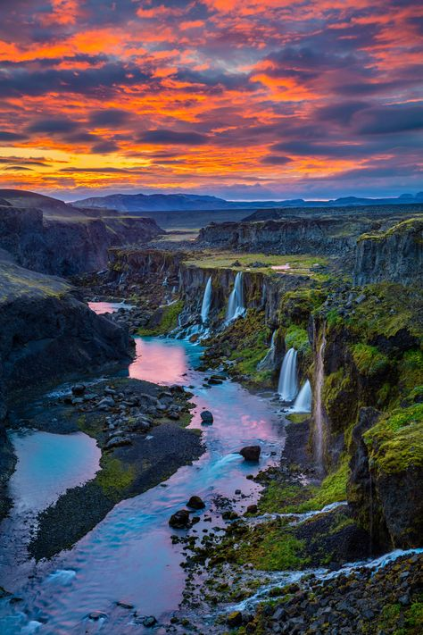 15 jaw-droppingly beautiful waterfalls in Iceland - Photography, Landscape photography, Photography tips Beautiful Waterfalls, Beautiful Landscapes, Iceland Beauty, Landscape Photography, Travel Photography, Photography Blogs, Photography Flowers, Photography Lighting, Photography Magazine