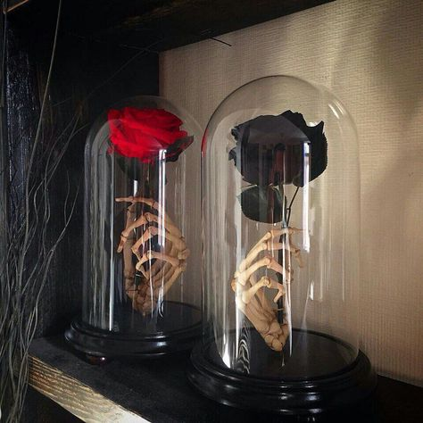 Ewige Rose Mit Totenkopf Handglasabdeckung – Heart Of Goth Official - Home Dekoration Theme Halloween, Homemade Halloween Decorations, Holidays Halloween, Fall Halloween, Halloween Crafts, Halloween Costumes, Creepy Halloween, Halloween Cloche, Gothic Halloween Decorations