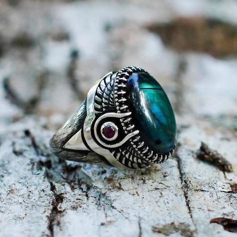 Sterling Silver Labradorite Ring with Garnet on the sides