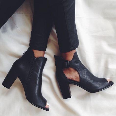 peekaboo boots