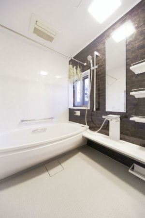 施工事例 浴室 お風呂リフォーム 重厚感のあるアクセントパネルで
