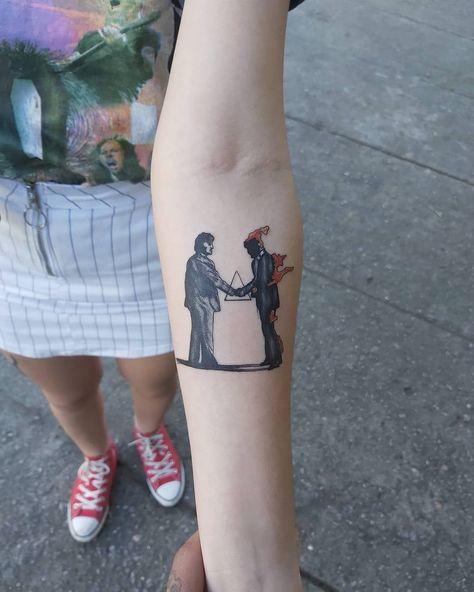 Wish you were here Um amor pelo Pink Floyd, temos! Arte feita pelo nosso artista gibiandrade13 pra lorrayneouteiro, obrigado pela confiana e liberdade na criao da arte Ele usou cartuchos da tribo_do_sol e pigmentos da electricink Agende a sua por Direct ou Whatsapp 21 9 9232-2151 #bomdia #pinkfloyd #art #arte #tattoo #tattooart #tattoorj #tattoobr #tattooedgirls #instatattoo #gibiandrade #gibitattoostudio #tatuagem #tatuadoresbrasileiros #minitattoo #tatuagemcolorida #tatuage