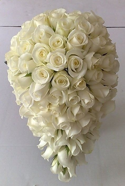 Bouquet A Goccia Sposa.This Exquisite White Rose Bouquet Would Be No Doubt One Of Our