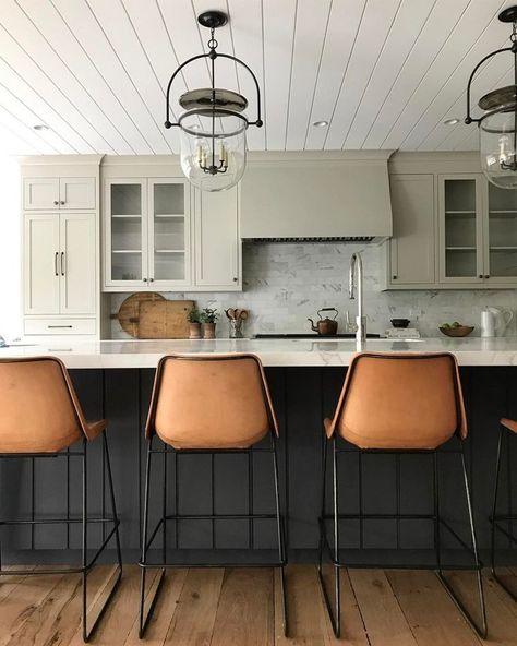 Leather caramel bar stools. Two tone kitchen design. #kitchendesign #barstools #interiordesign