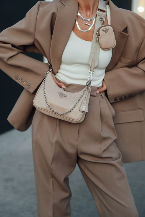 Obsessed with these neutral tones! Wearing a loose fit beige suit, white tank, and one of my favorite bags at the moment - this neutral Prada Look Fashion, Fashion Bags, Autumn Fashion, Fashion Outfits, Fashion Trends, Fashion Women, Fashion Style Quotes, Classy Winter Fashion, Fashion 2020