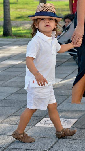 Mason Disick's cute summer outfit!                              …