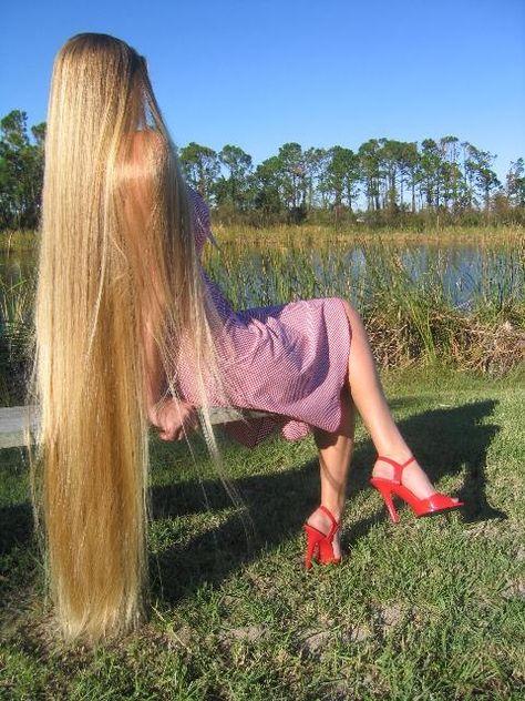 блондинка с очень длинными волосами видео любительское воспитание