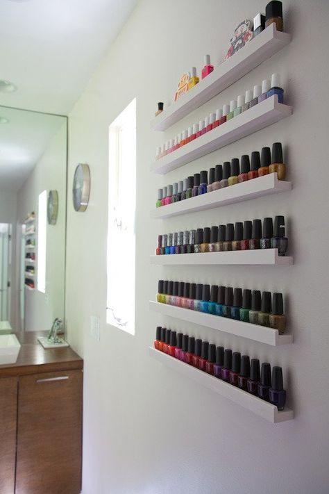 Einfach und stylish. So wird ein einfaches #ikea Regal zur Aufbewahrung für Nagellack genutzt. We love this nail polish storage solution--like living in a salon! #ikeahack