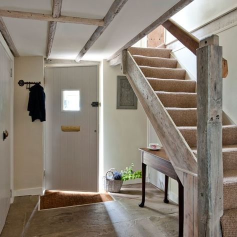 Entrance hallway | Take a tour around this stunning 19th-century Sussex cottage | House tour | PHOTO GALLERY | Country Homes & Interiors | Housetohome.co.uk