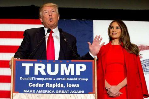 """ARCHIVO - En esta foto de archivo del 1 de febrero de 2016, el precandidato presidencial republicano Donald Trump, acompañado de su esposa, Melania Trump, hace declaraciones durante un acto de campaña en Cedar Rapidz, Iowa. El viernes 25 de marzo 2016, Ted Cruz acusó a Trump de difundir rumores falsos sobre su vida personal, y afirmó que el multimillonario y favorito para ganar la candidatura presidencial republicana es una persona que trafica con """"la inmoralidad"""" y la """"deshonestidad"""". (AP…"""