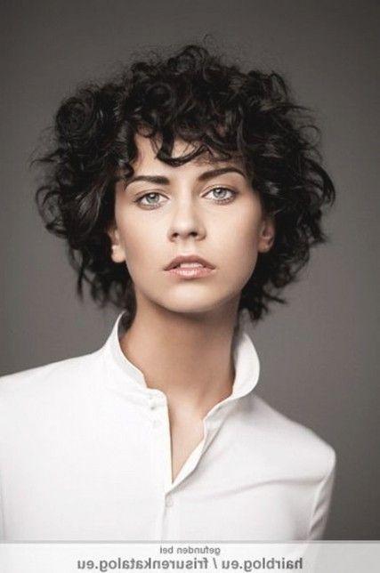 Ahnliches Foto Krullend Haar Kort Krullend Haar Kapsels Grijs Krullend Haar