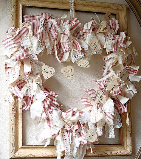 DIY Shabby Farmhouse Heart Rag Wreath Valentine's Day Wreath - Valentinstag Ideen Diy Valentines Day Wreath, Valentines Day Food, Valentines Day Decorations, Vintage Valentines, Valentine Day Crafts, Holiday Crafts, Valentine Ideas, Printable Valentine, Homemade Valentines