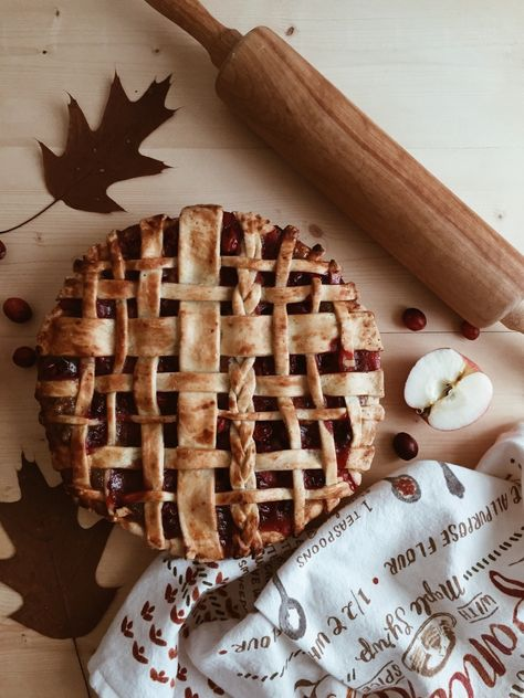 Bake a pomegranate apple pie with lattice crust. Fall inspiration and photo ideas. Things to do during fall.